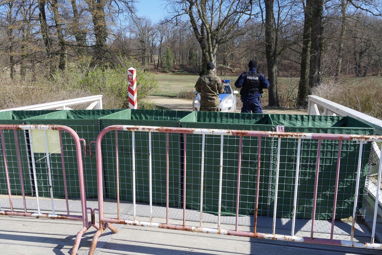 Ein Absperrzaun aus Metall an der deutsch-polnischen Grenze