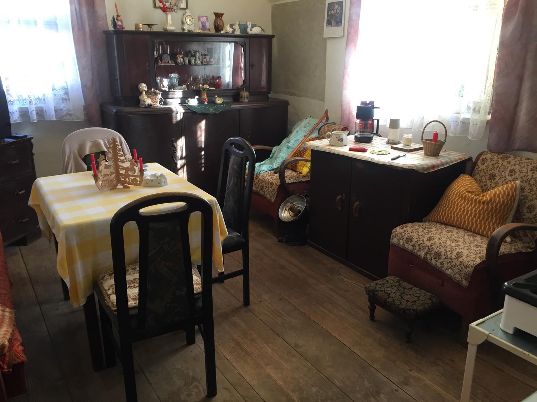 Ein Wohnzimmer einer betagten Dame aus den 90er Jahren