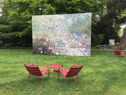 Nora Papps Fotografie von einer Müllhalde in den Bergen