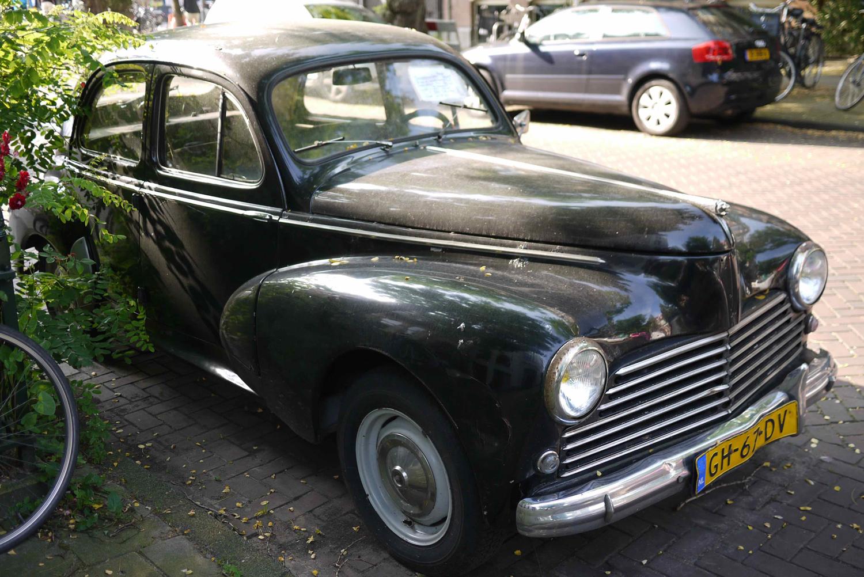 Ein alter Peugeot aus den 1960er Jahren. Ein Bild aus meiner Sammlung