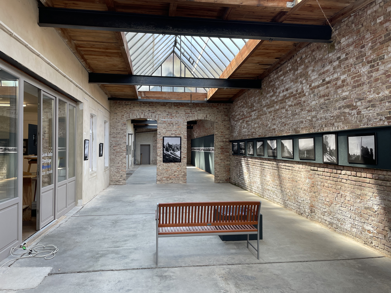 Der lange Ausstellungssaal im Fotomuseum Görlitz